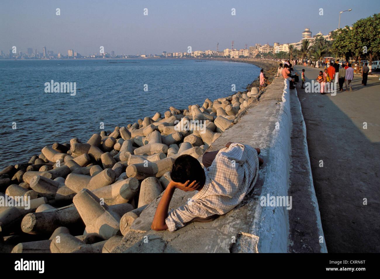 Marine Drive, Mumbai, noto anche come Bombay, Maharashtra, India, Asia del Sud, Asia Immagini Stock