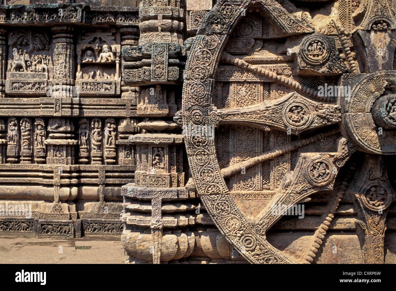 Ruota scolpito in pietra, carro del vedica del dio del sole Surya, Surya Tempio o Tempio del Sole ,, Patrimonio Immagini Stock