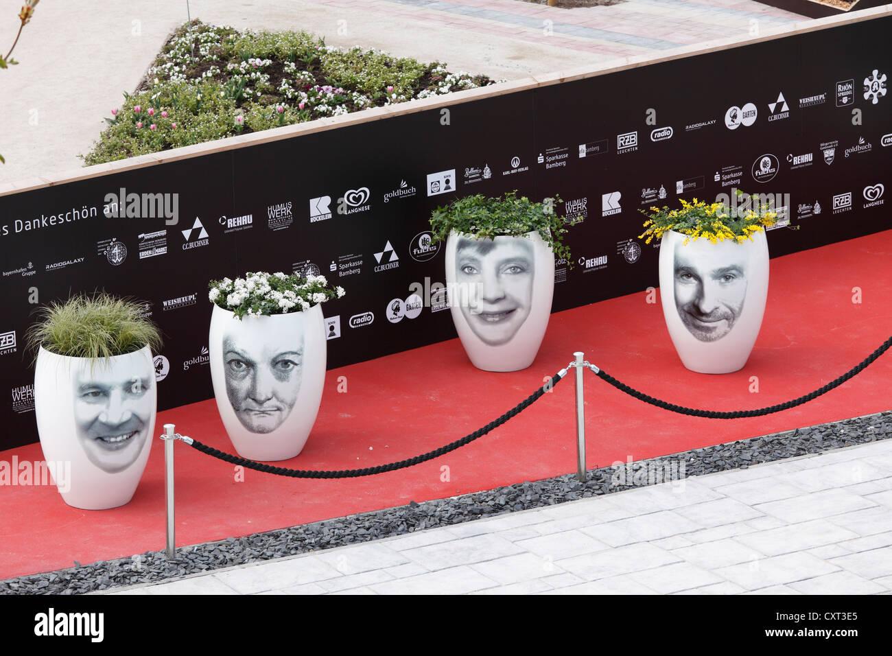 Vasi da fiori con facce di celebrità, 'VIP Garden', bavarese mostra orticola 2012 a Bamberg, Alta Franconia, Immagini Stock