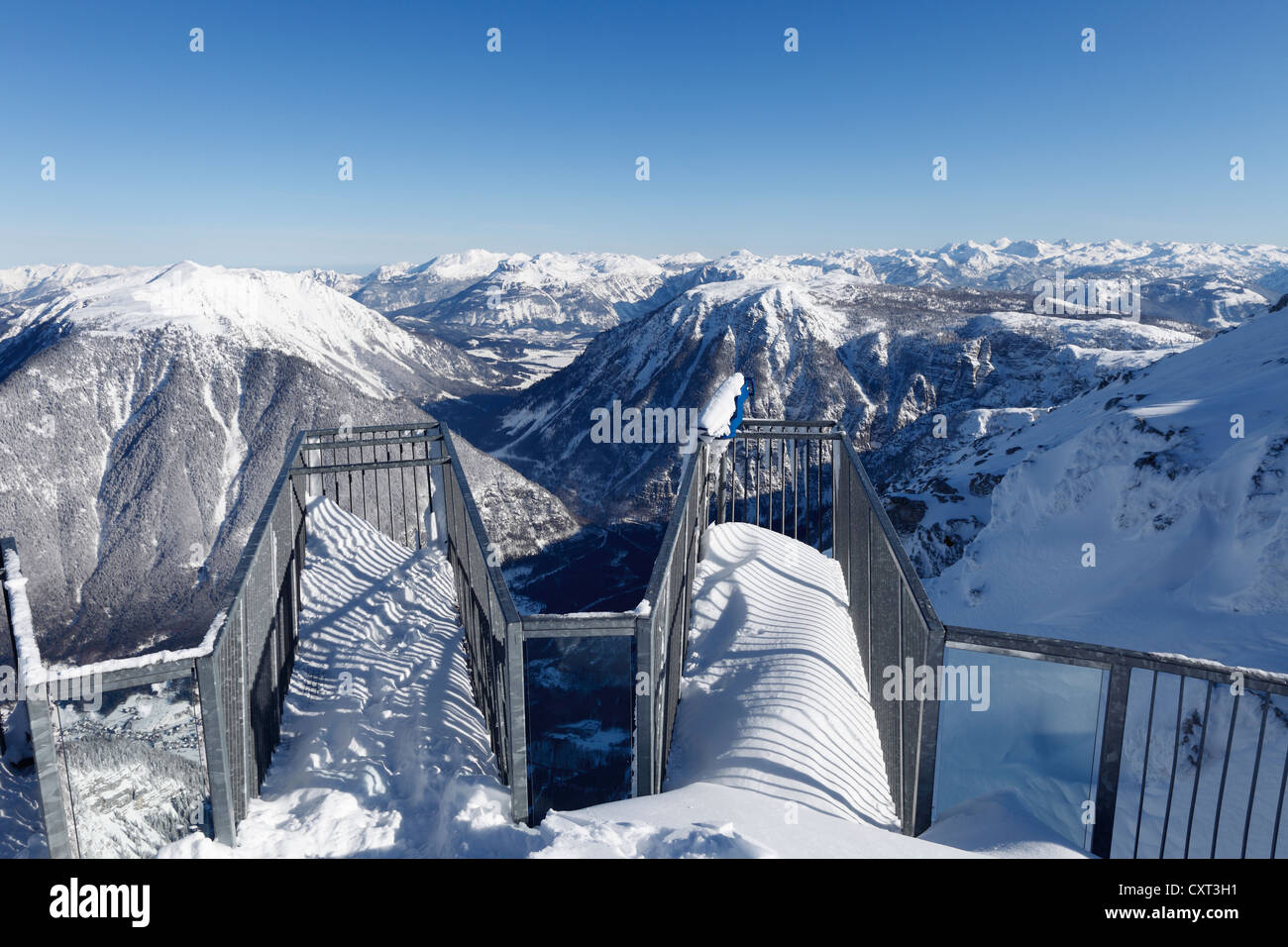 Cinque dita di piattaforma di osservazione, affacciato sul Patrimonio Mondiale vista dal Monte Krippenstein oltre Sarstein e montagna Foto Stock