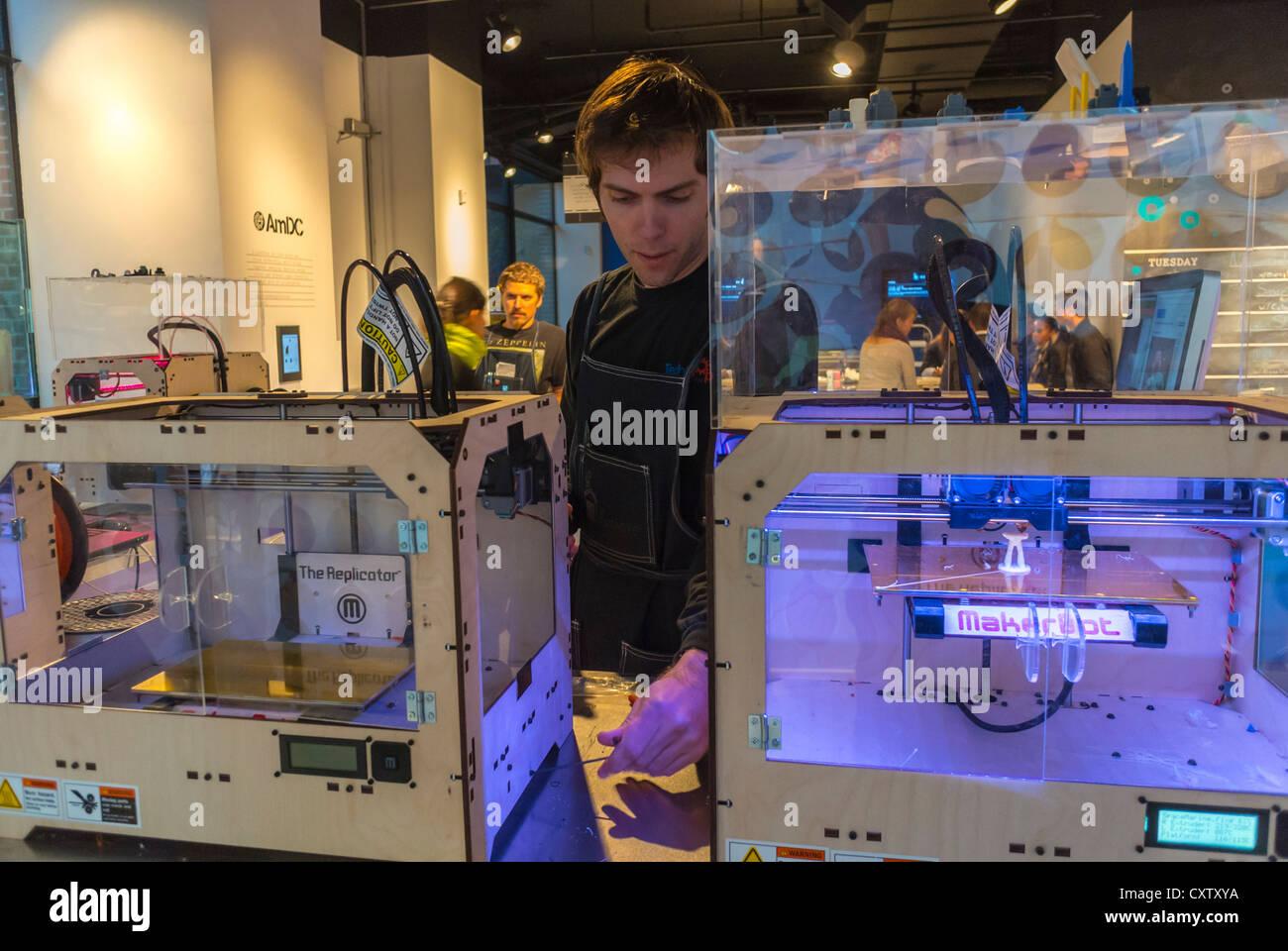 New York City, NY, STATI UNITI D'AMERICA, Uomo nel concetto americano Tech Store 'Storia' collaborare Immagini Stock