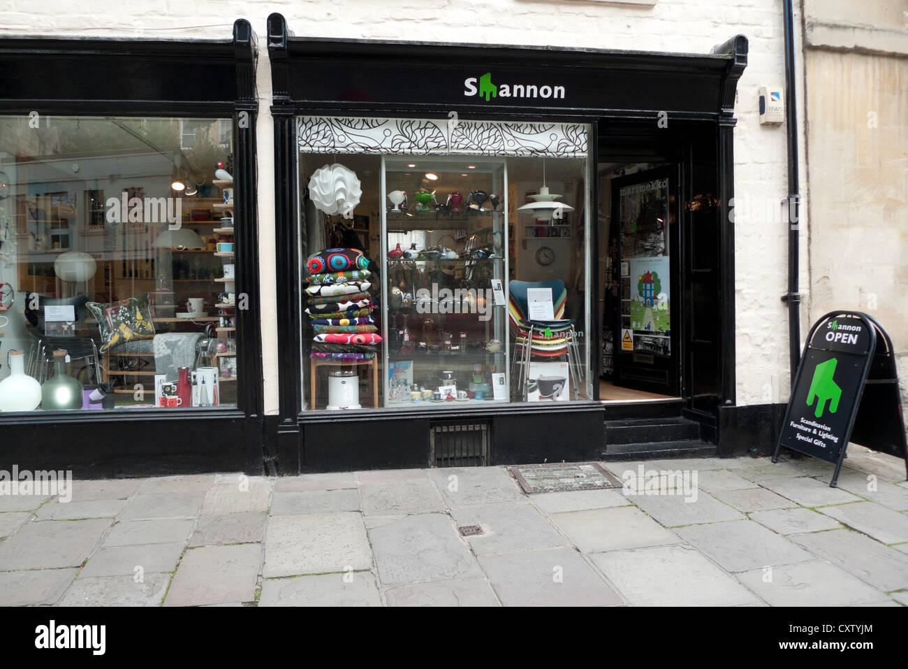 Esterno di Shannon mobili scandinavi e negozio di illuminazione Walcot Street, Città di Bath Spa, Avon, Somerset, Immagini Stock