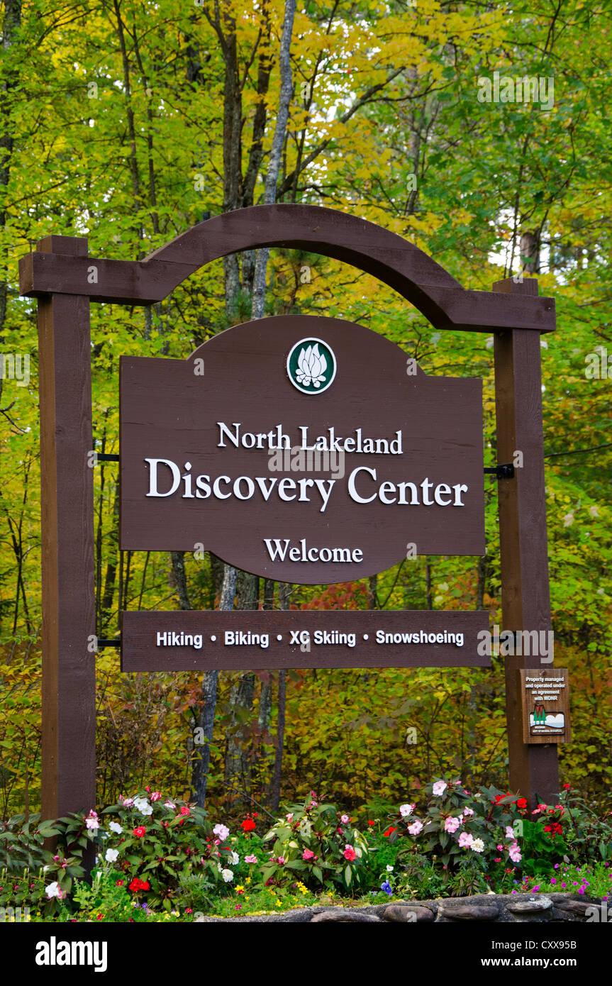Segno per la regione dei laghi del Nord Centro di scoperta in acque Manitowish, Wisconsin. Immagini Stock