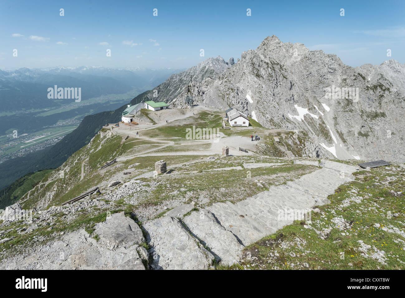 Sentiero escursionistico, fasi di Hafelekarspitze Mt con vedute di Seegrube, Innsbruck, Valle Inn, la Valle dello Immagini Stock