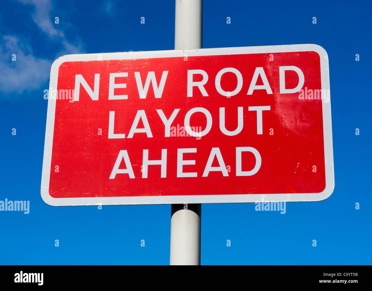 Nuovo layout su strada avanti cartello stradale, REGNO UNITO Immagini Stock
