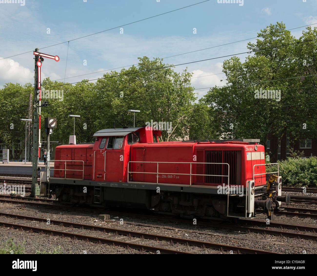 Motore diesel 294 669 7 su una pista vicino a Duesseldorf, nella Renania settentrionale-Vestfalia Immagini Stock