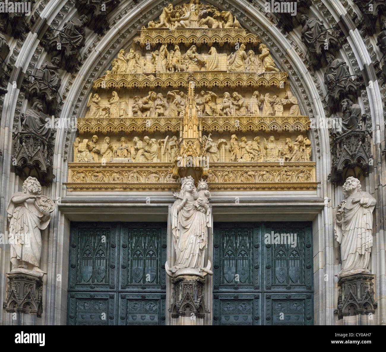 Dettaglio, Ingresso Ovest, portale centrale, portale principale, Maria e Gesù Bambino, la cattedrale di Colonia, Immagini Stock