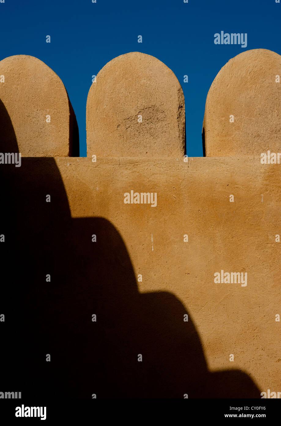 La forma della parete In Sineslah Fort, Sur, Oman Immagini Stock