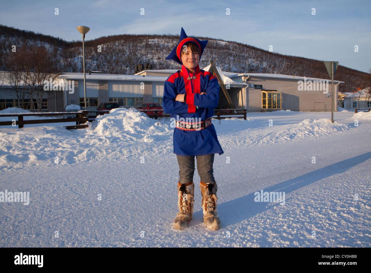 Sami figlio a scuola nel nord della Finlandia Immagini Stock