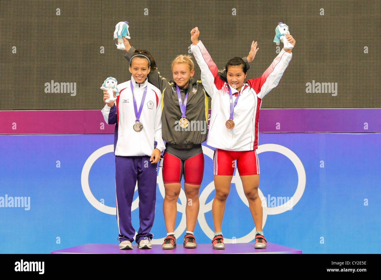 2010 Singapore Olimpiadi della Gioventù Femminile 53kg Sollevamento pesi Immagini Stock
