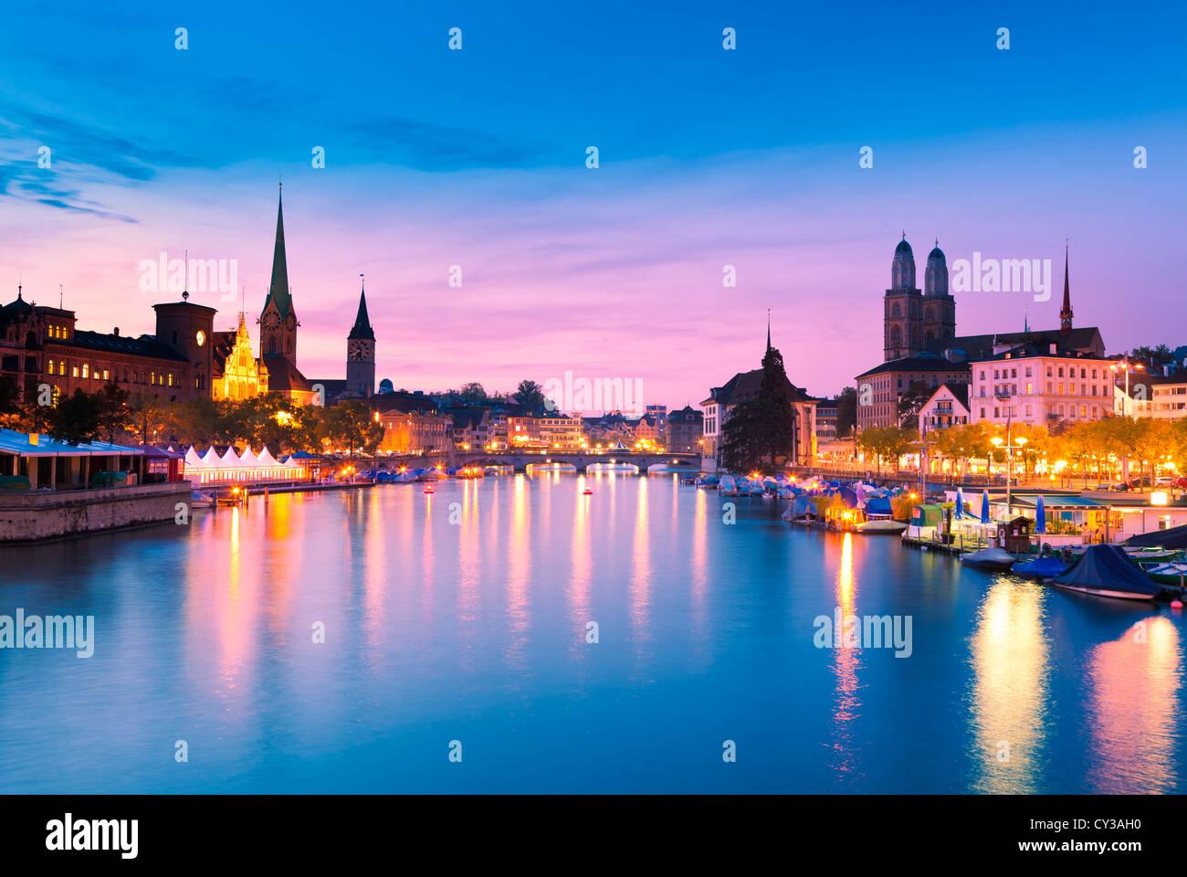 Lo Skyline di Zurigo al Blue ora Immagini Stock