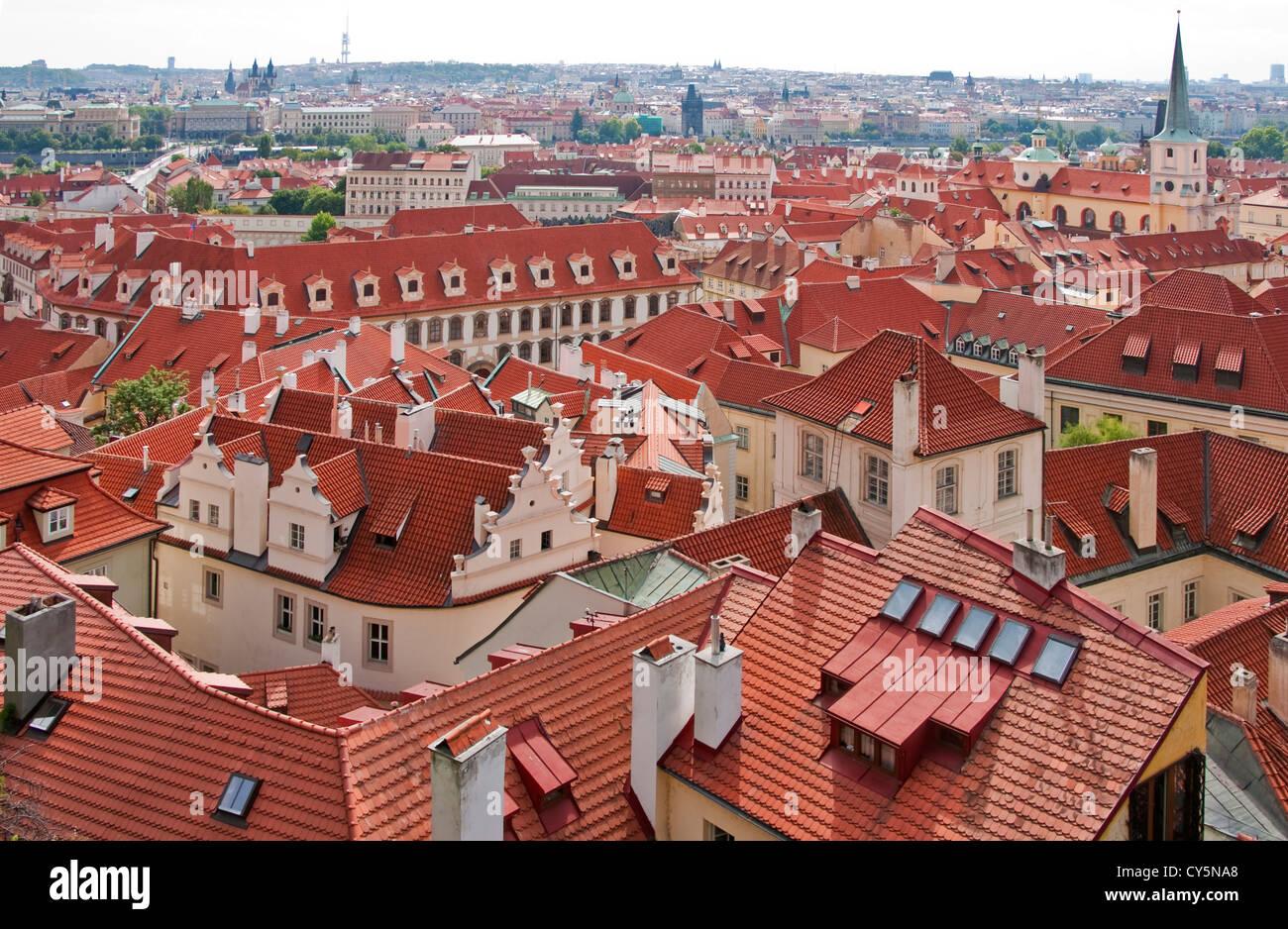 Piastrella rossi tetti di Lesser Town (Mala Strana) Immagini Stock