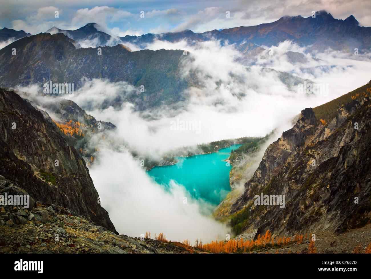 I larici al Lago Colchuck nell incanto Lakes Wilderness Immagini Stock