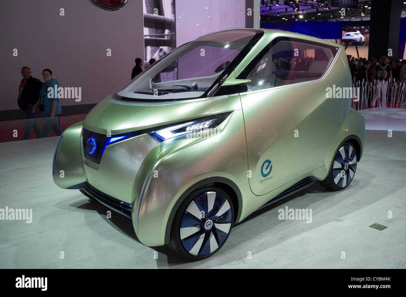 Nissan Pivo concept car elettrica al Motor Show di Parigi 2012 Immagini Stock