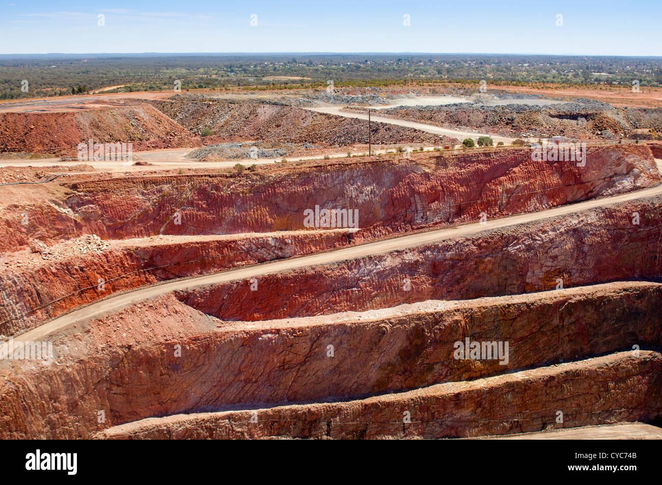 Settore minerario in Australia al Cobar Aeroporto sito minerario Immagini Stock