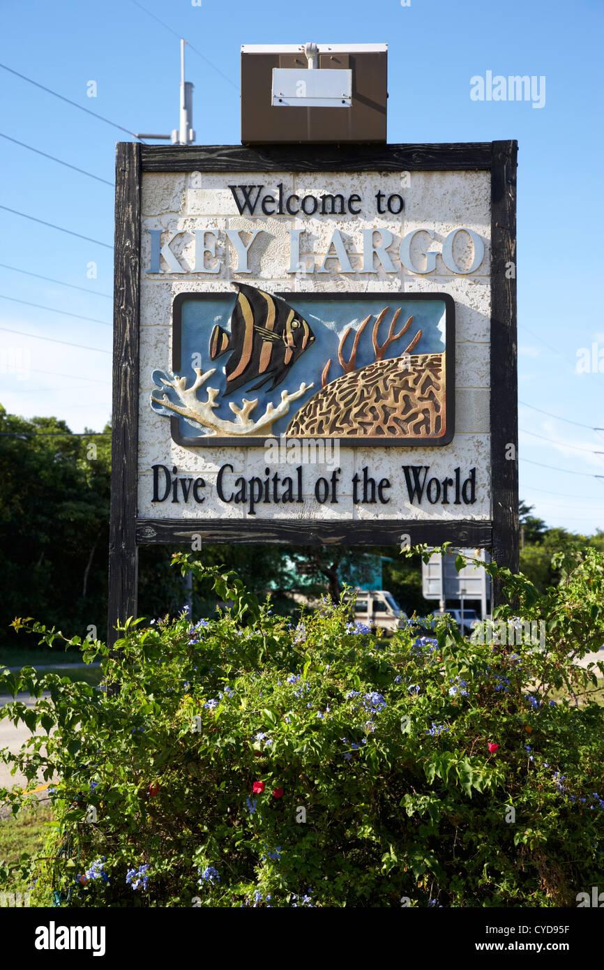 Benvenuti in Key Largo dive la capitale mondiale del cartello stradale Florida keys usa Immagini Stock