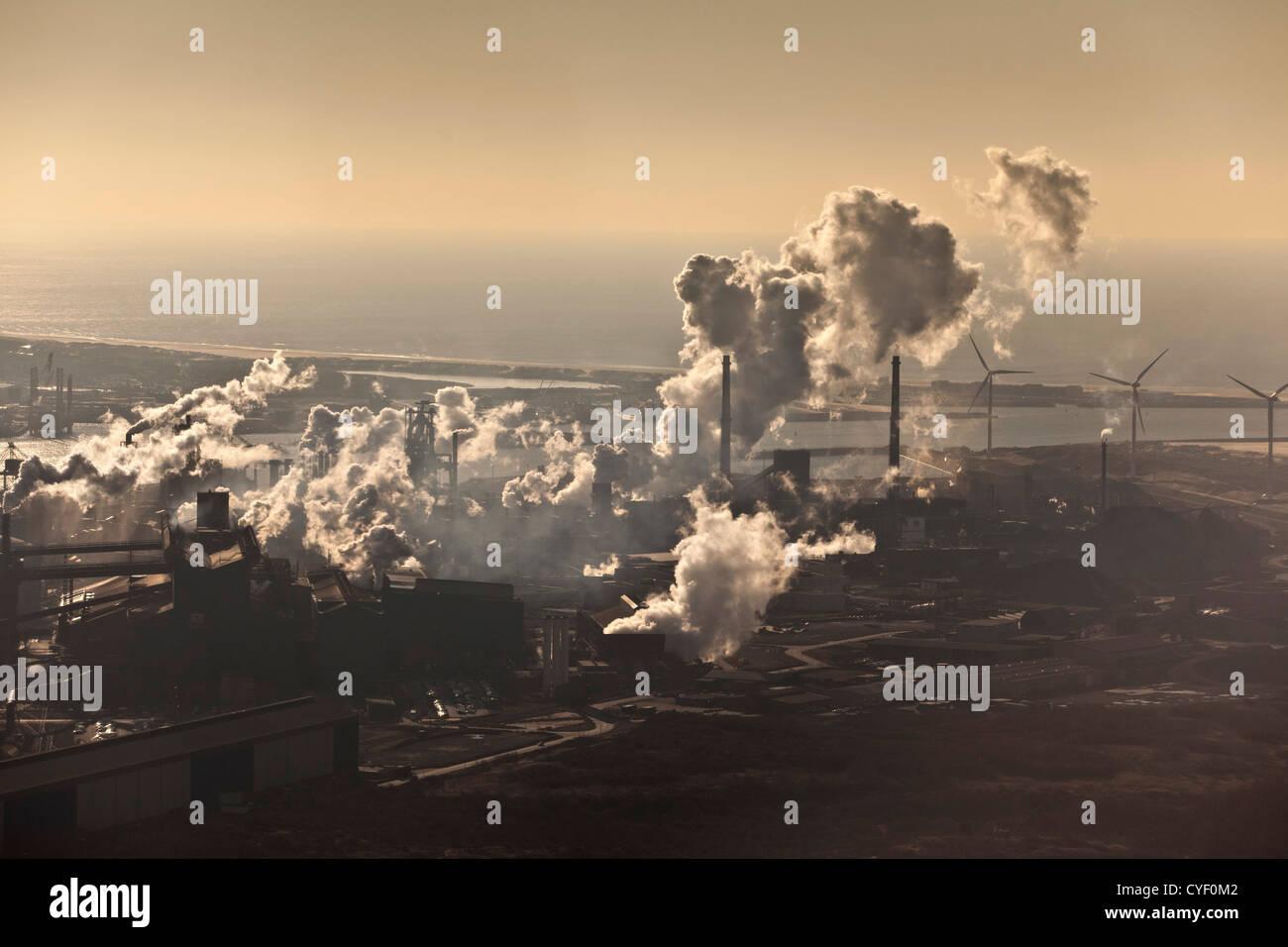 I Paesi Bassi, Ijmuiden, Tata Steel factory. Antenna. Immagini Stock