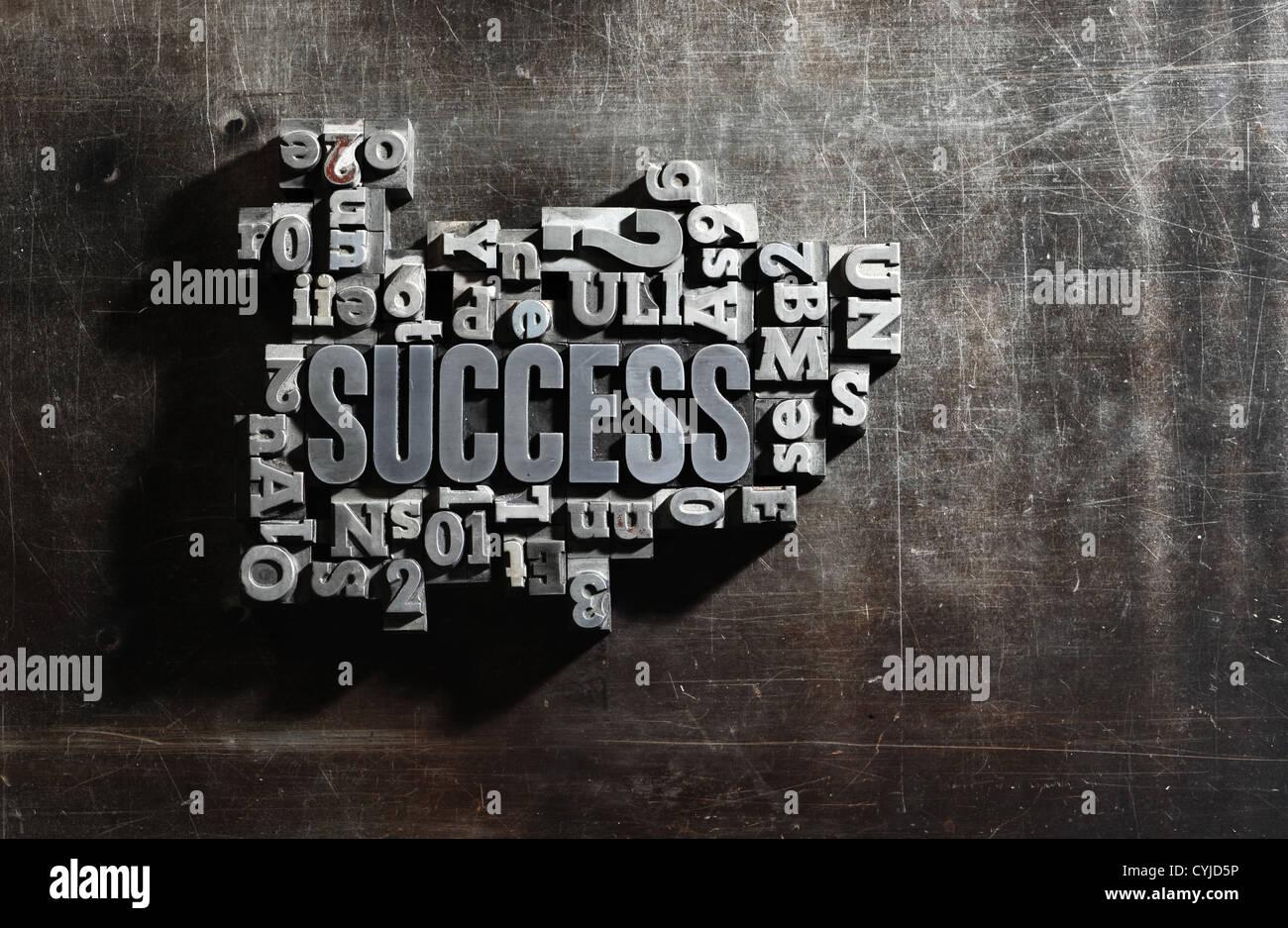Vecchio lettere metalliche:successo concept parole correlate Immagini Stock