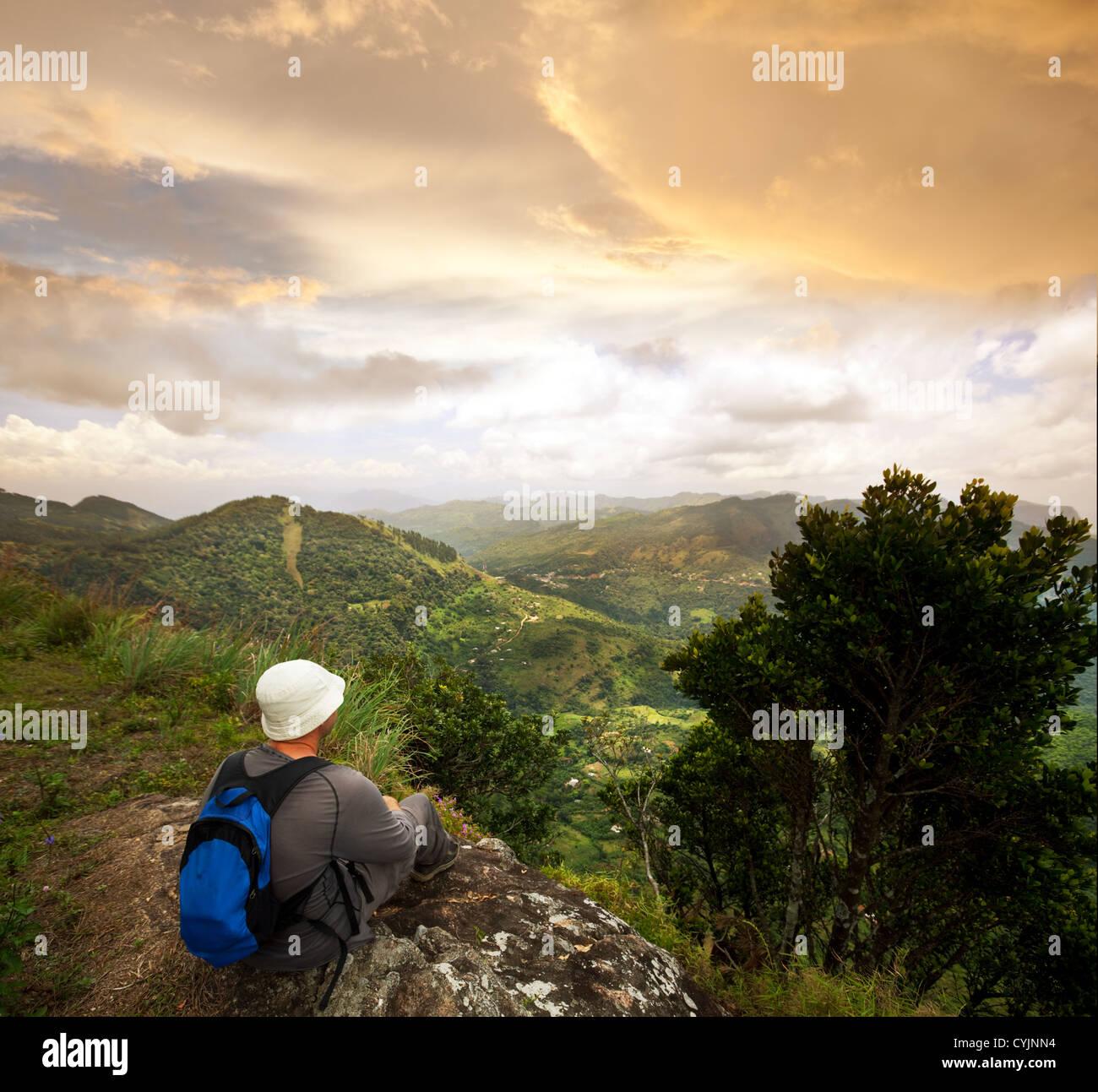 Escursionista in montagna Immagini Stock