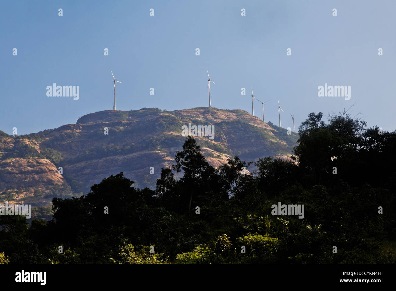 Generico, mulini a vento per produrre energia elettrica a Karjat Hills, Maharashtra, India Immagini Stock
