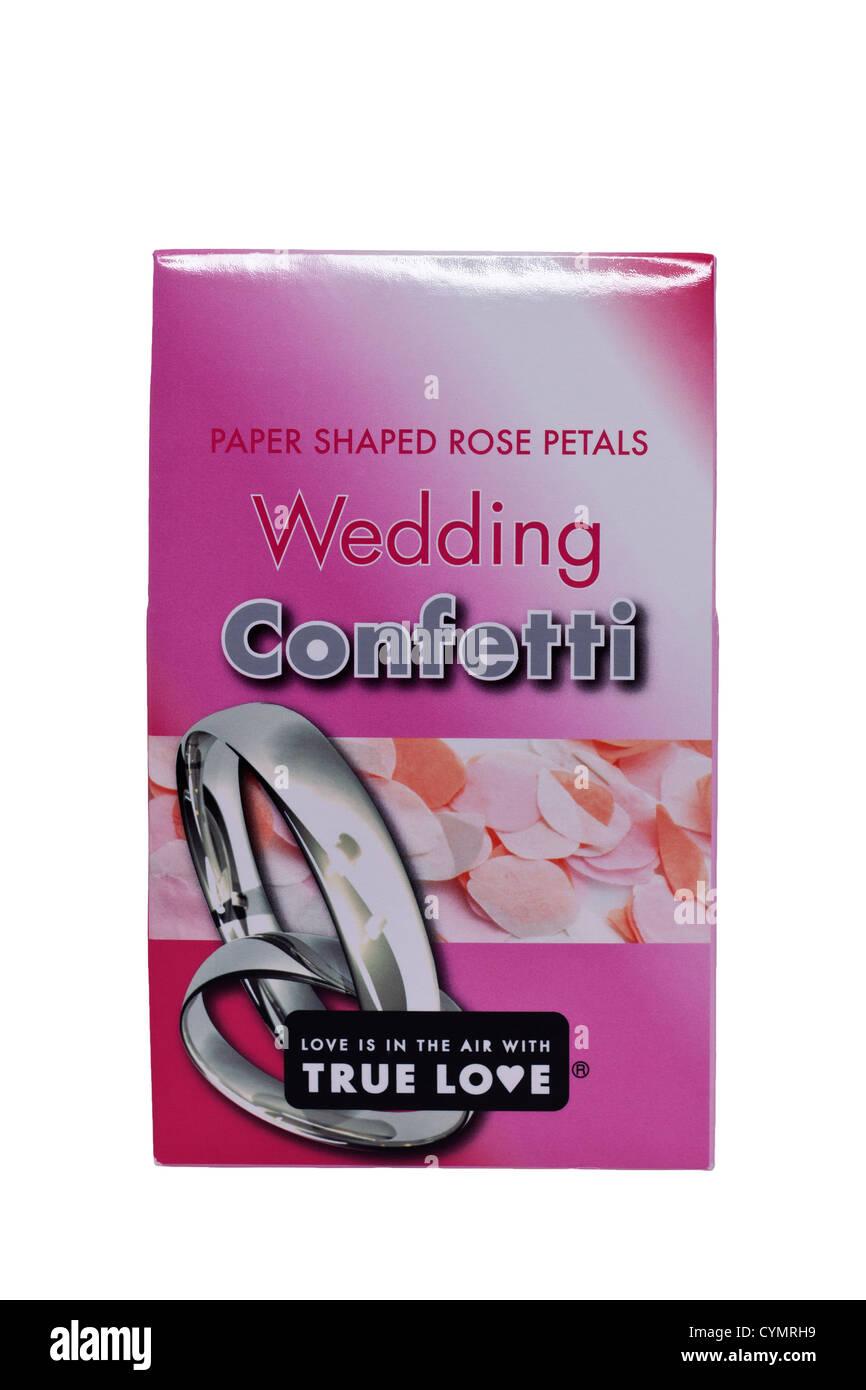 Un pacchetto di confetti di nozze su sfondo bianco Immagini Stock