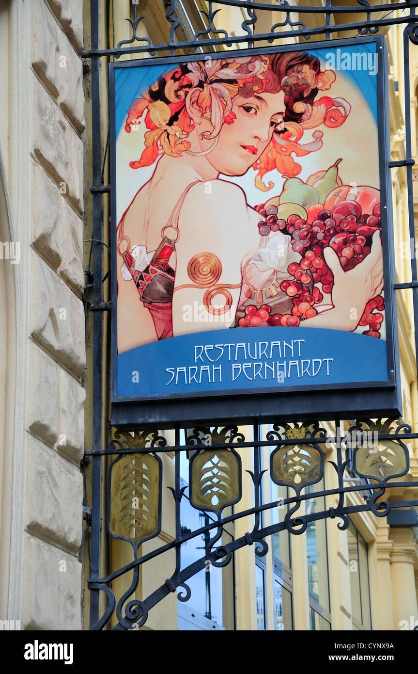Praga, Repubblica Ceca. Art Nouveau (Alphons Mucha) segno della Sarah Berhardt Ristorante in Hotel Pariz Immagini Stock