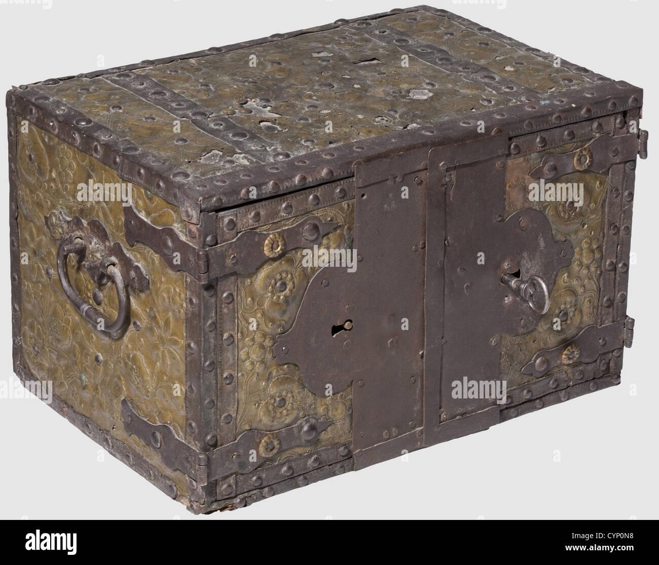 Mobili Con Cassetti Nascosti un armadio con cassetti nascosti, nord tedesco circa 1700