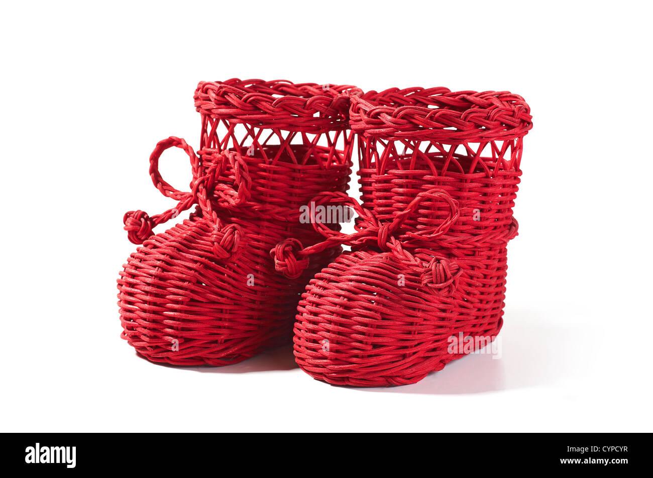 Il tiglio scarpe isolato su bianco Immagini Stock Il tiglio scarpe isolato  su bianco. CYPCYR (RF). Il tiglio modello di calzatura. Russian folk  nazionale ... f7d1a73d367