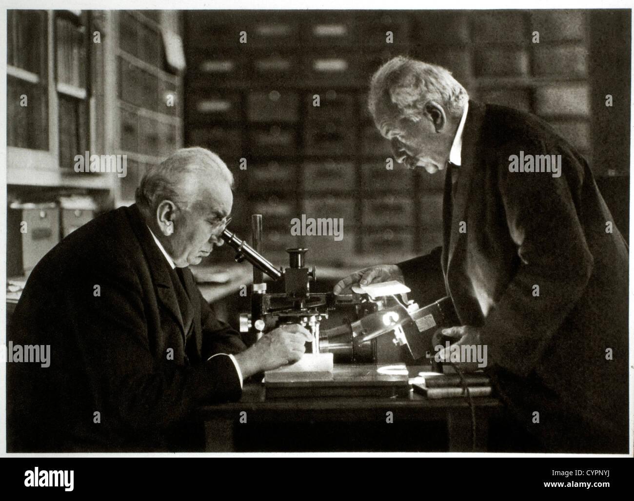 Louis Jean (1864-1948) e Auguste (1862-1954) Lumiere, inventori del Cinematographe Immagini Stock