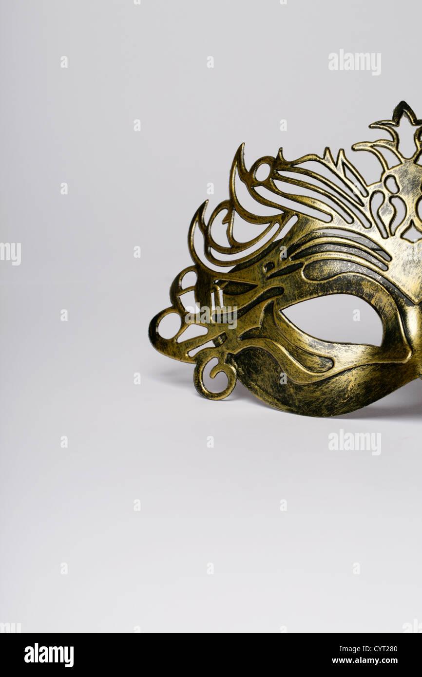 Maschera di carnevale dettaglio isolato su un bianco Foto Stock