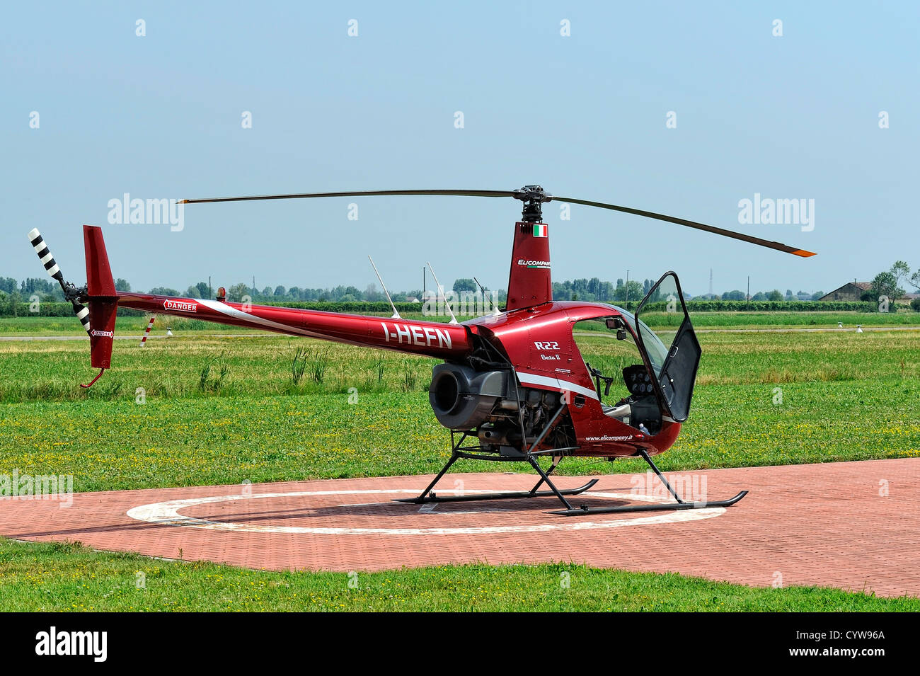 Elicottero R22 : Red elicottero robinson r foto immagine stock  alamy