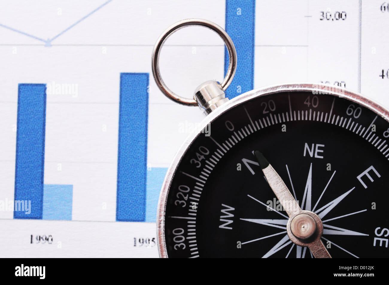 Business concetto di navigazione con la bussola e il diagramma o grafico Immagini Stock