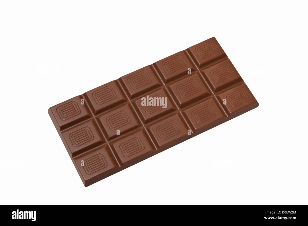 Detailansicht einer Tafel Schokolade, Hintergrund weiß   Dettaglio foto di una barretta di cioccolato, sfondo Immagini Stock