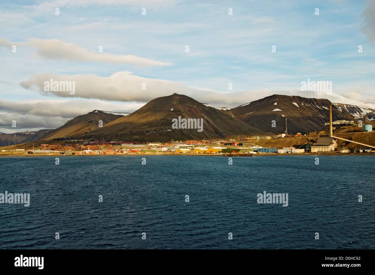 Colorato insediamento norvegese Longyearbyen più grande insediamento in Svalbard coal mining town anno popolazione Immagini Stock