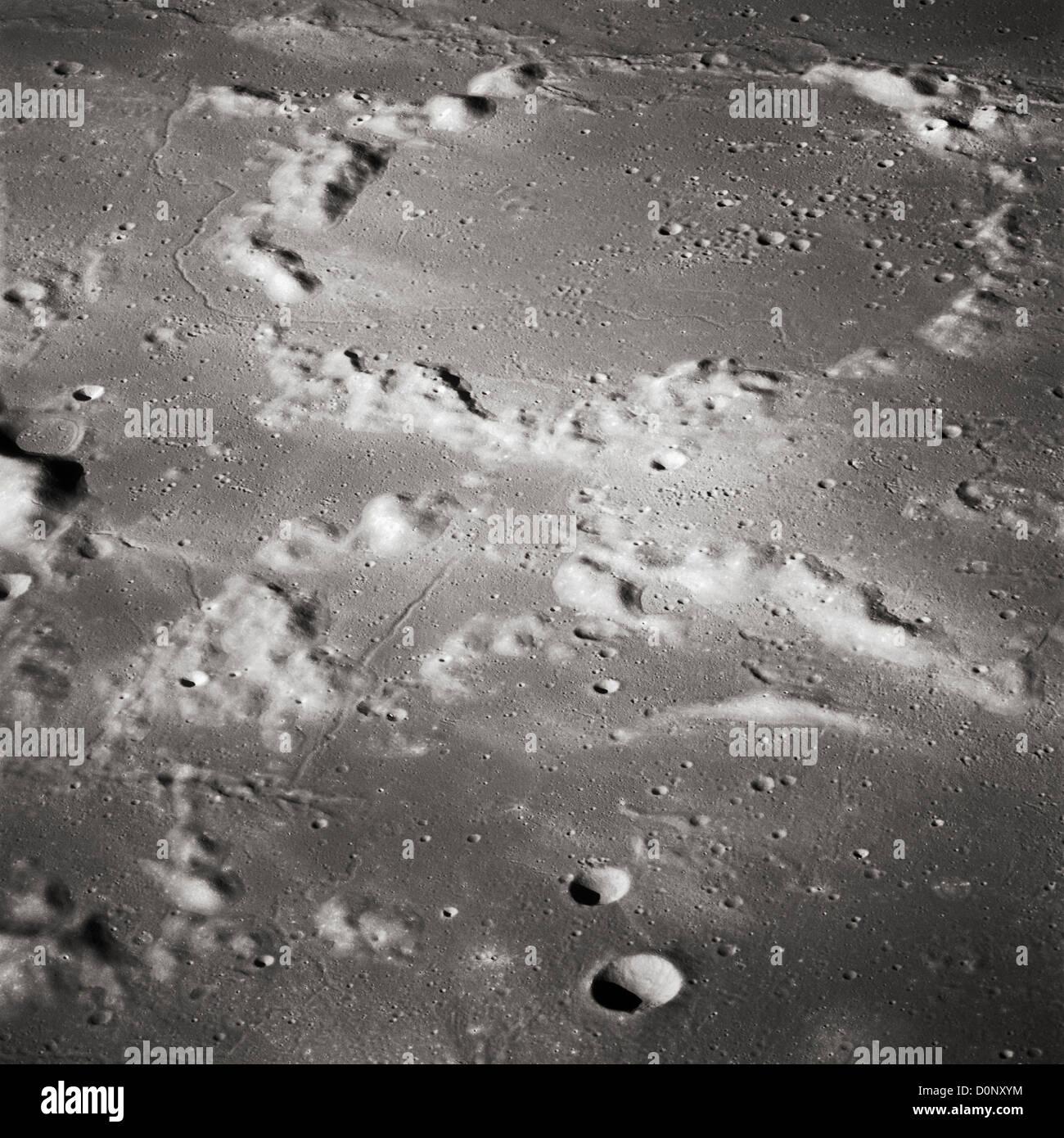 Apollo 16 - antichi crateri della luna Immagini Stock