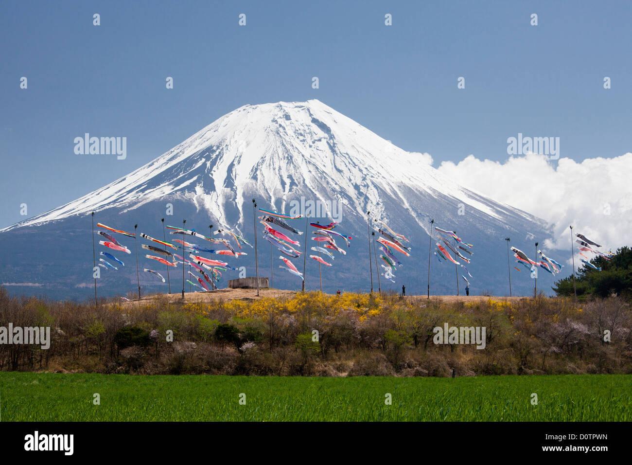 Giappone Asia viaggi di vacanza Bambini Koinobori Festival Monte Fuji Fuji Fujiyama Montagna neve molla volcano Immagini Stock