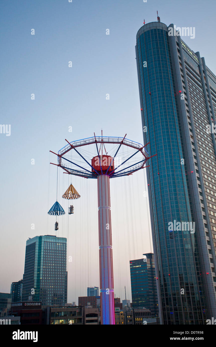 Giappone, Asia, vacanze, viaggi, Tokyo, Città Korakoen, animazione, parco, paracadute, attrazione Immagini Stock