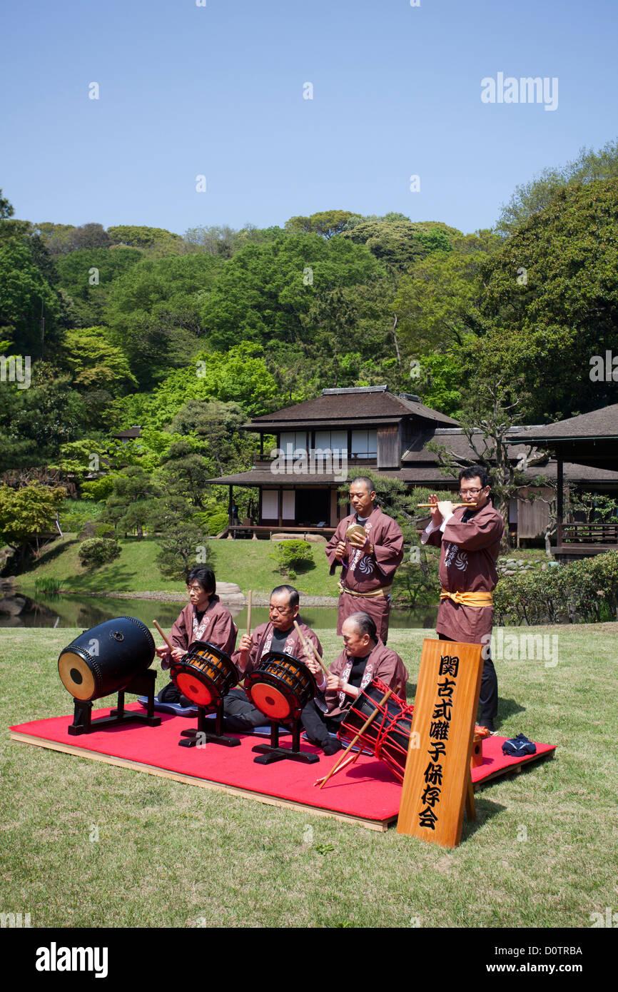 Giappone, Asia, vacanze, viaggi, Yokohama, Sankei-en, giardino, tradizionale, music band, costume Immagini Stock
