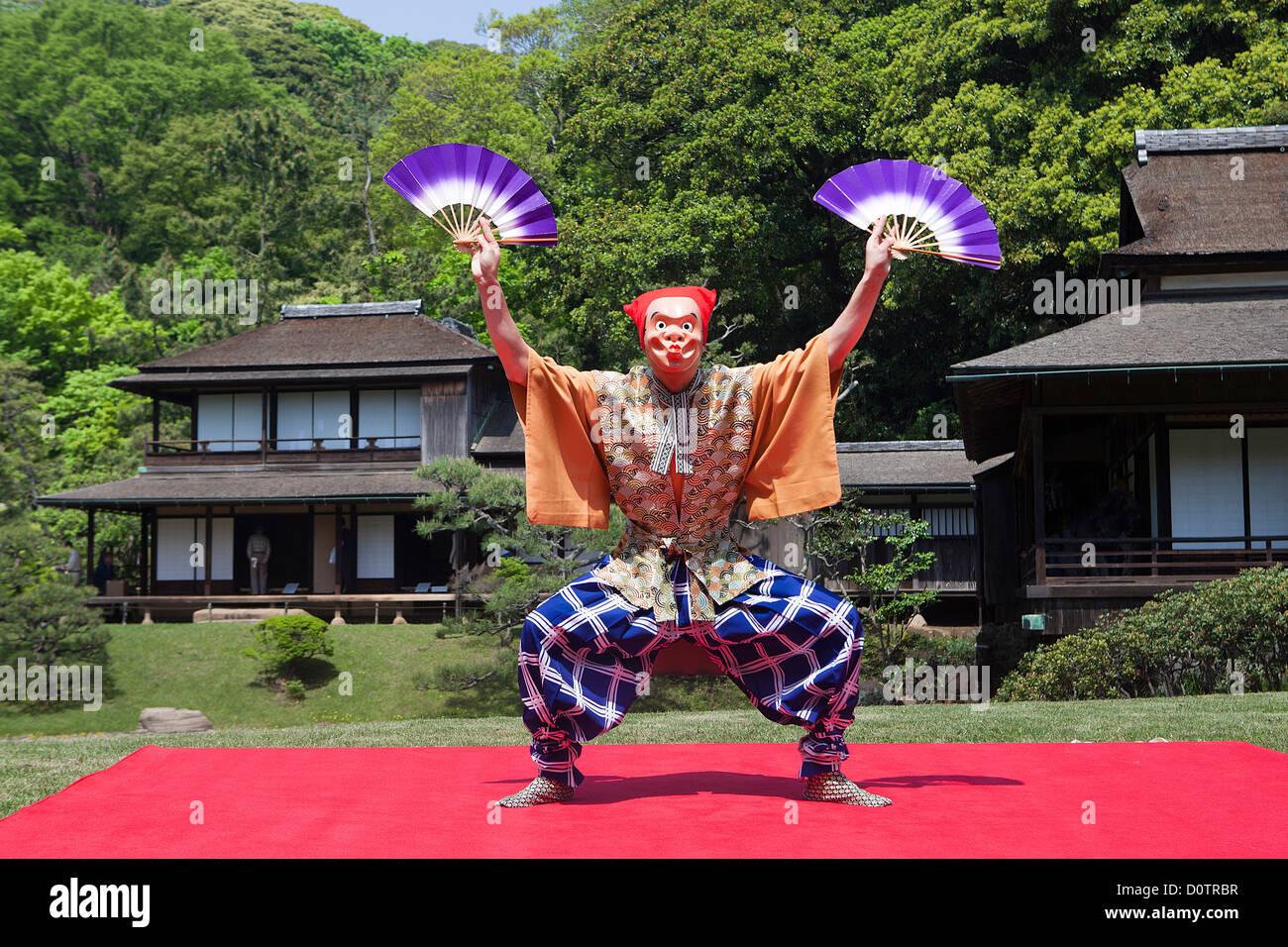 Giappone, Asia, vacanze, viaggi, Yokohama, Sankei-en, giardino, tradizionale, costume, danza, performer Immagini Stock