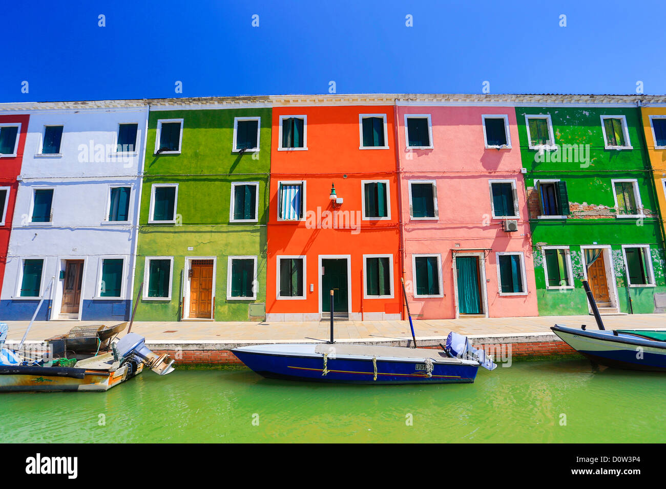 L'Italia, Europa, viaggi, Venezia e Burano architettura, barche, canal, colorati, colori, turismo, case Immagini Stock