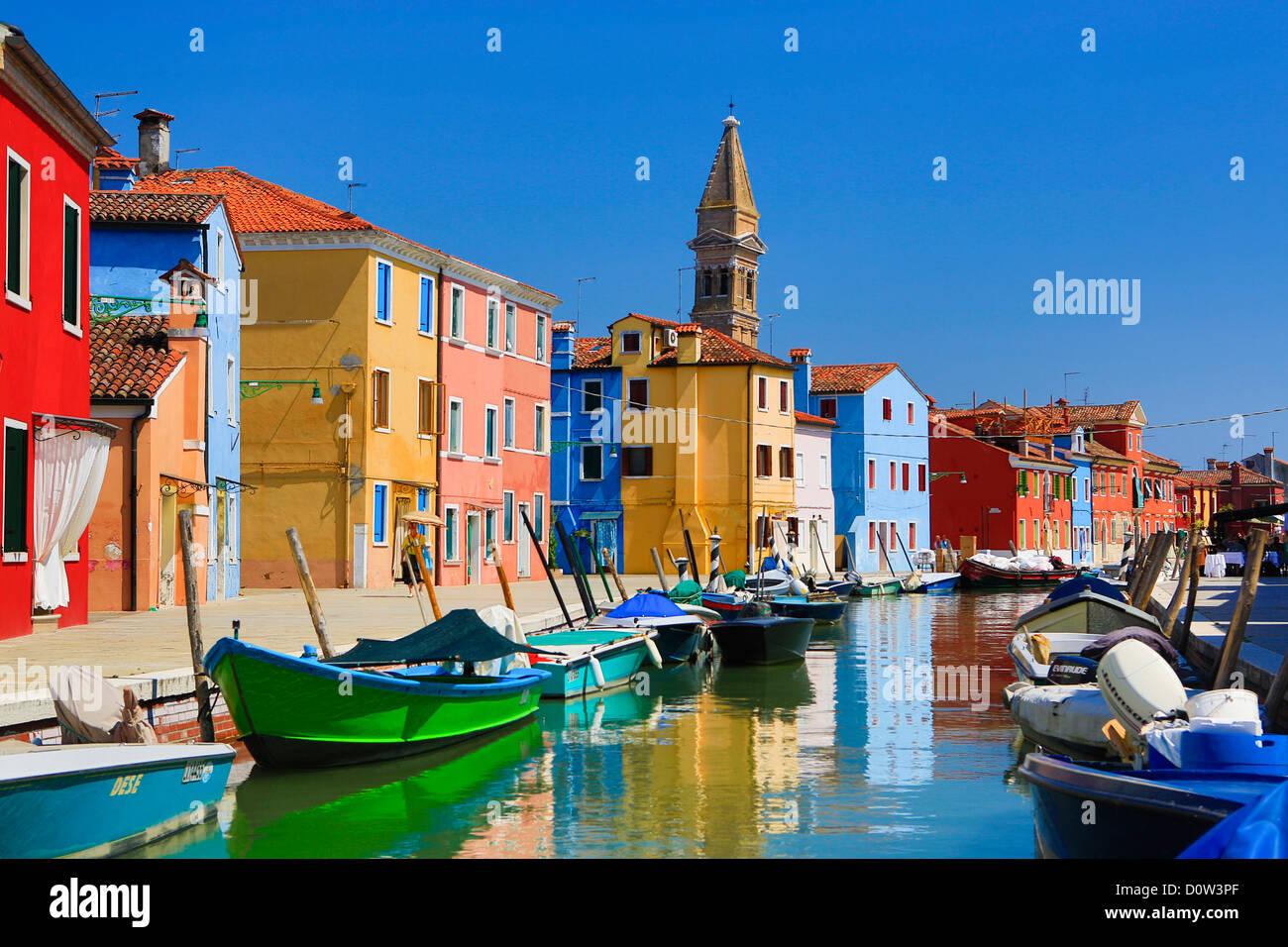 L'Italia, Europa, viaggi, Burano, architettura, barche, canal, colorati, colori, turismo, Venezia Immagini Stock