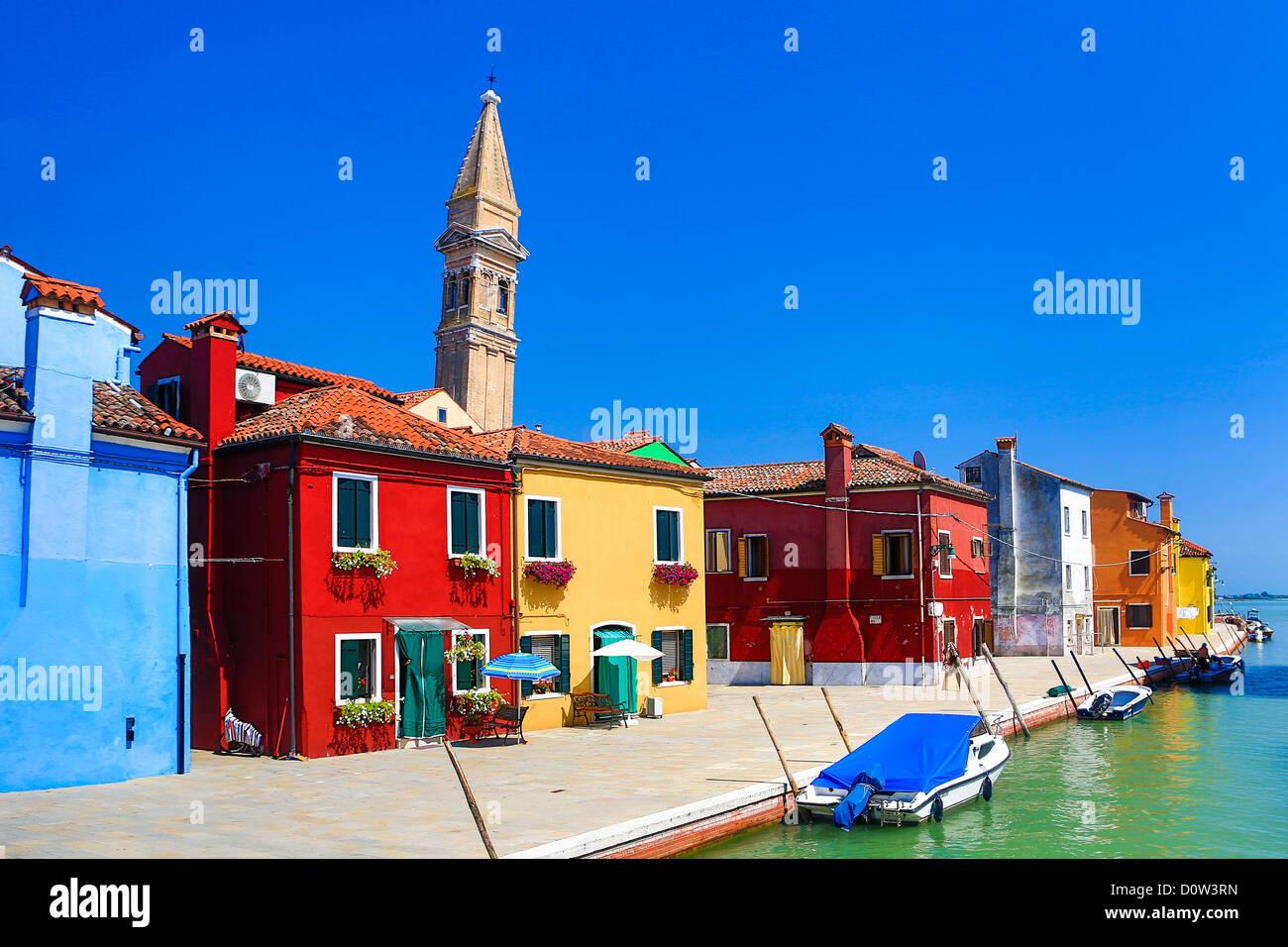 L'Italia, Europa, viaggi, Burano, architettura, colorati, colori, turismo, Venezia, torre Immagini Stock