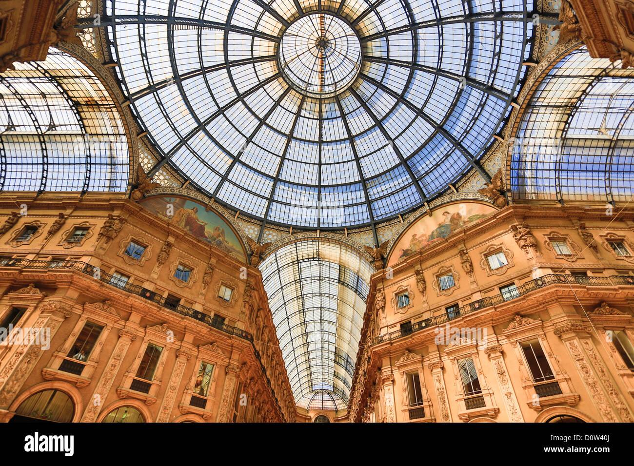 Italia Europa viaggi Milano Milano città Vittorio Emanuele Galleria di architettura colonne centro downtown Immagini Stock