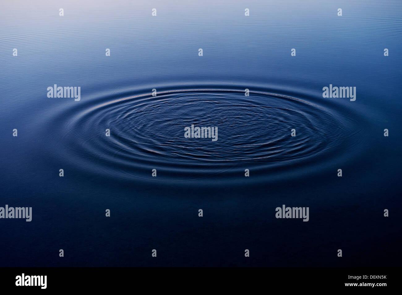 Ripples in acqua di lago Immagini Stock