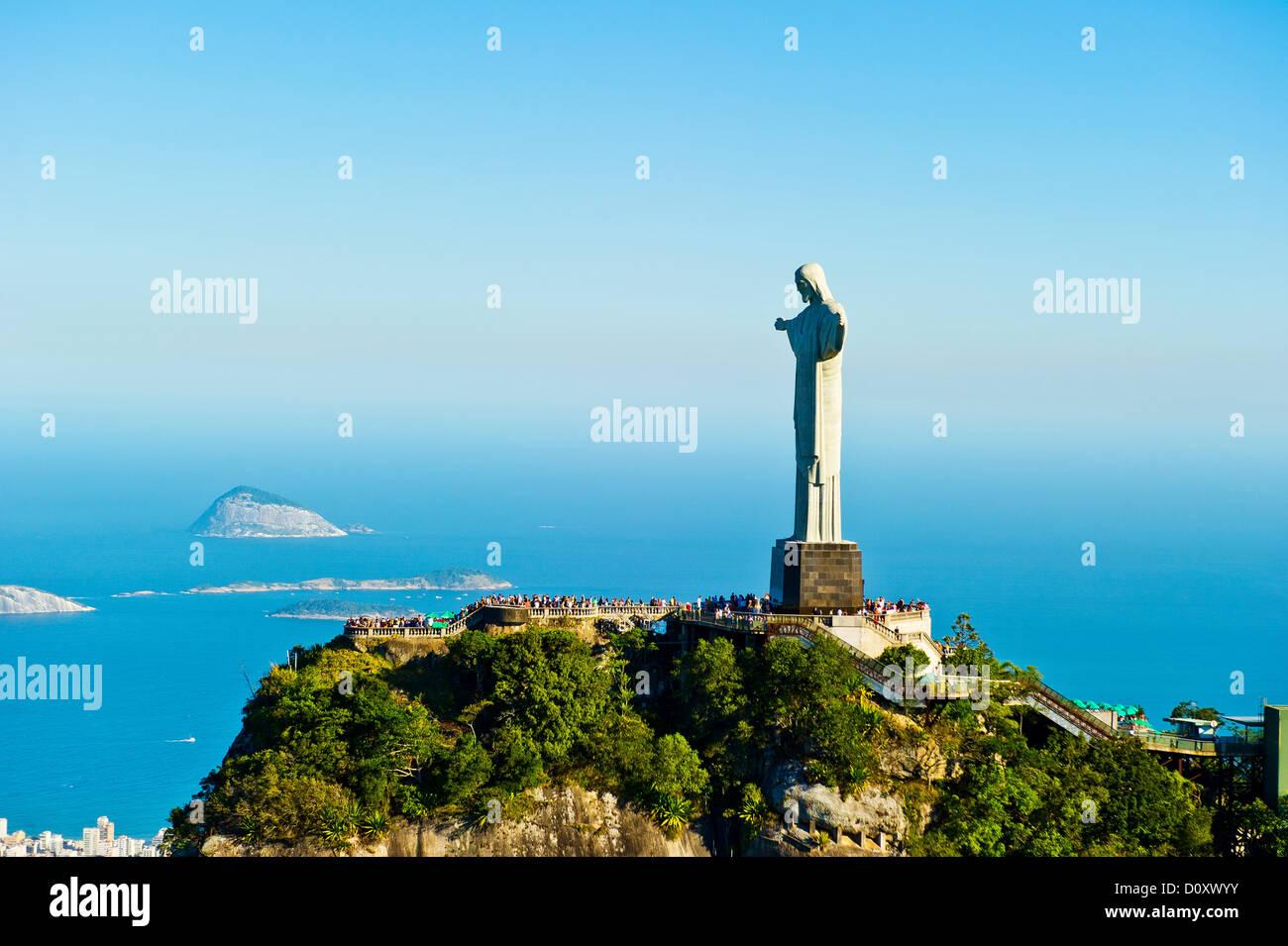 Cristo Redentore statua con vista su Rio de Janeiro, Brasile Immagini Stock