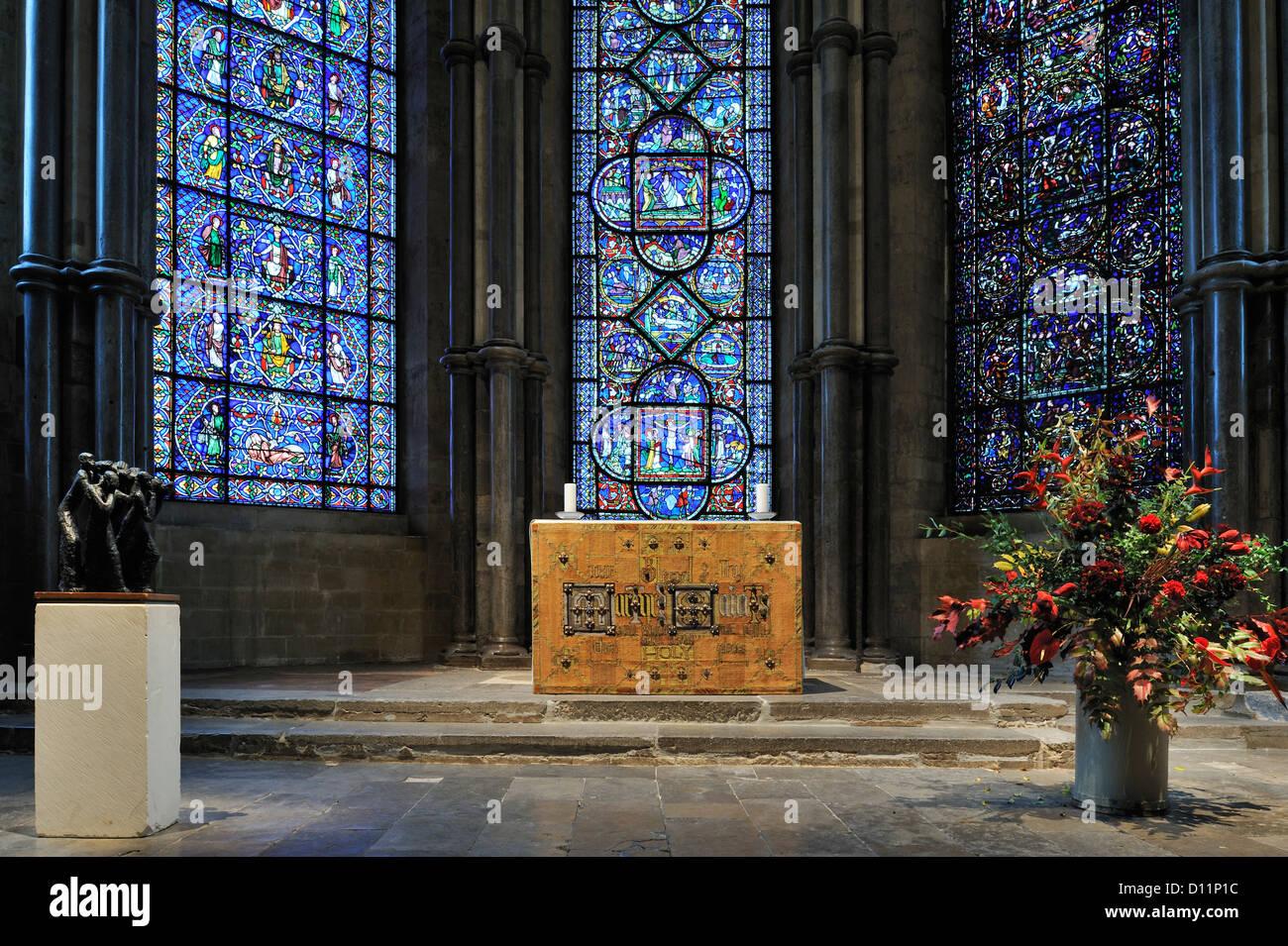 Le finestre di vetro macchiate nella Corona cappella all interno della Cattedrale di Canterbury in Canterbury Kent Immagini Stock