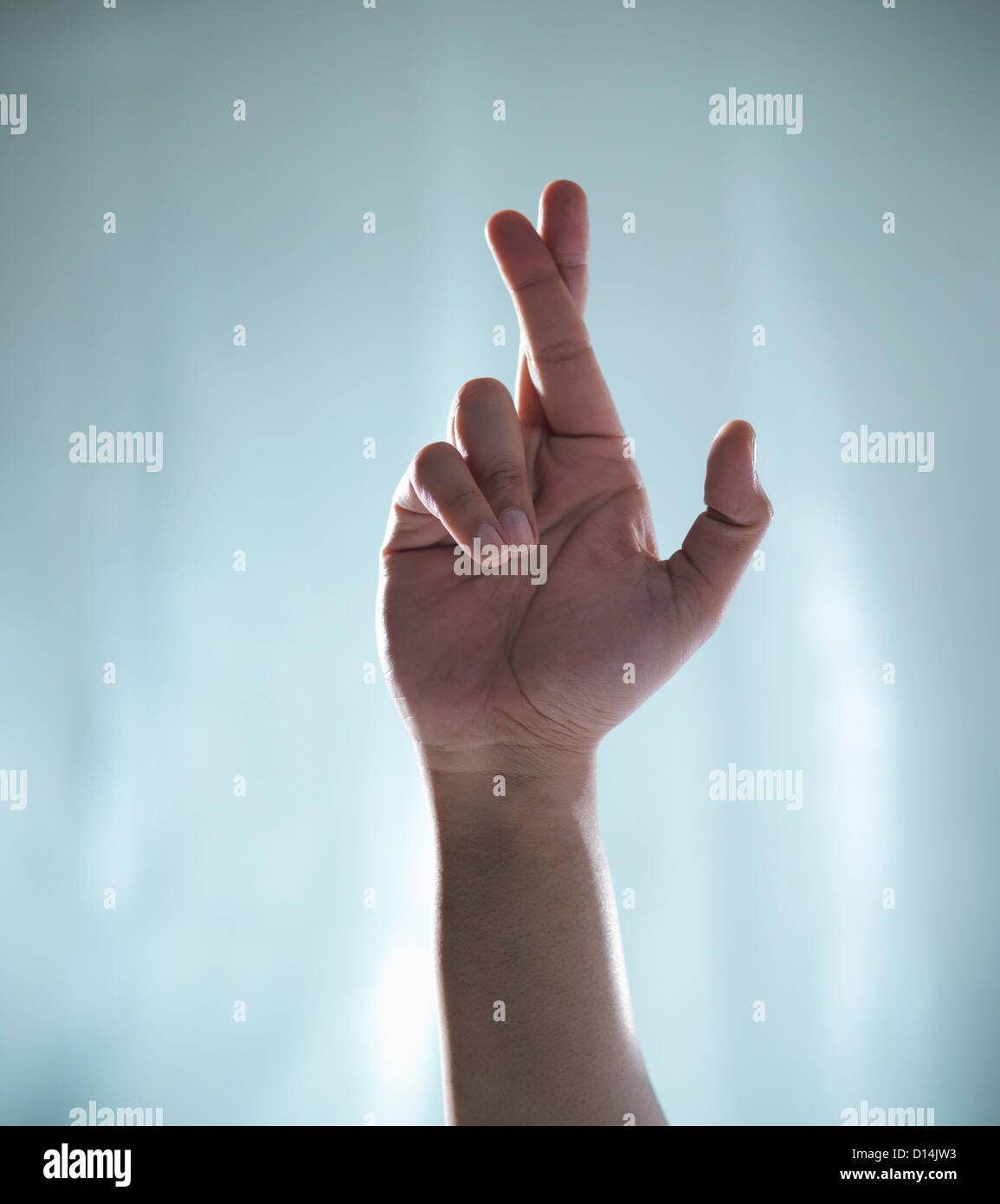 Stretta di mano con le dita incrociate Immagini Stock