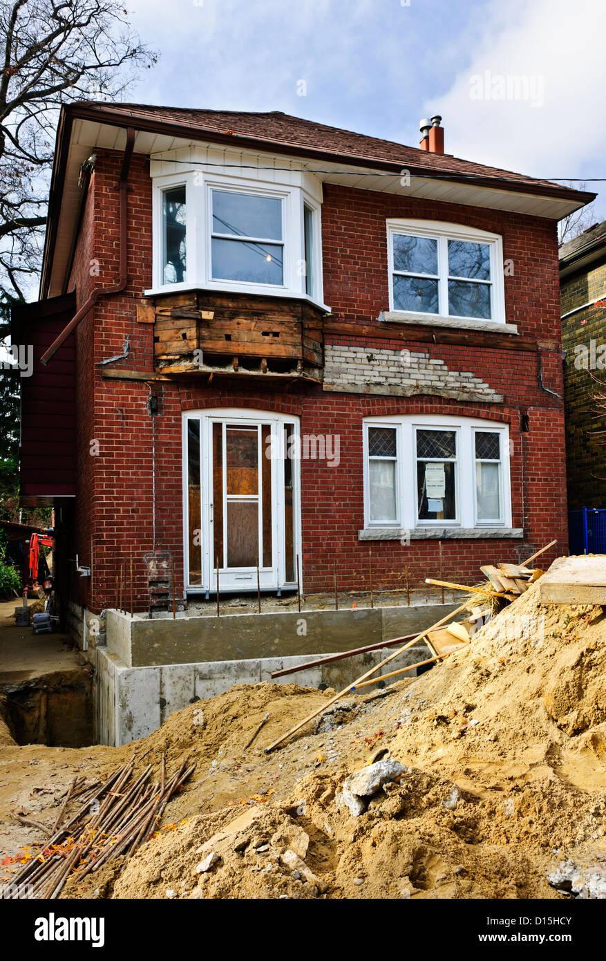 Renovation immagini renovation fotos stock alamy - Costruzione di una casa ...