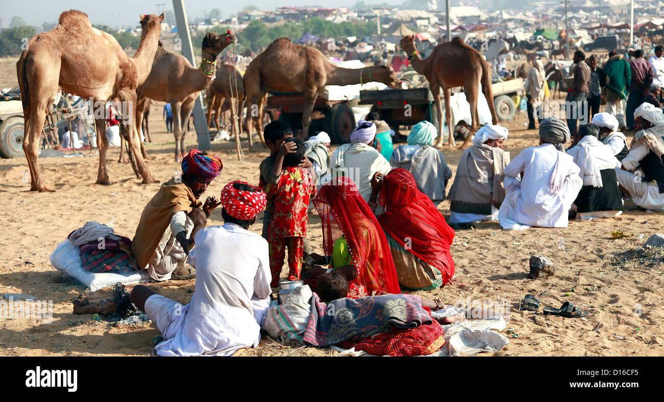 Tradizionalmente indiana, la cultura indiana,'Pushkar fair','Camel trader','cammello proprietario','India Immagini Stock