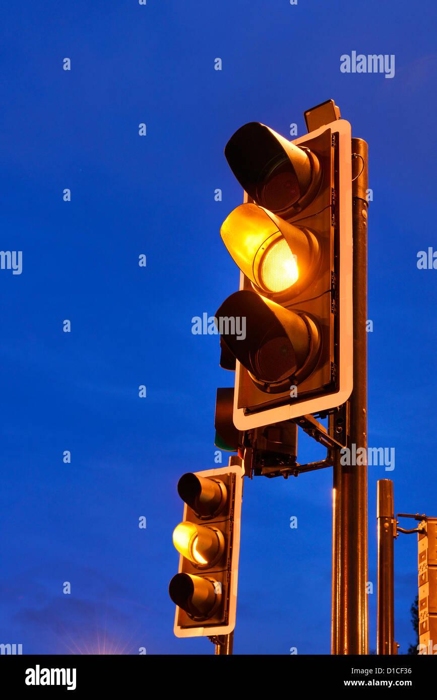 Ambra semaforo Immagini Stock